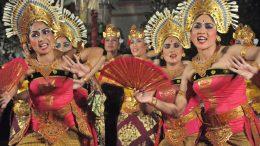 Folkloretänzerinnen auf Bali, Indonesien. Foto: Jürgen Kremb