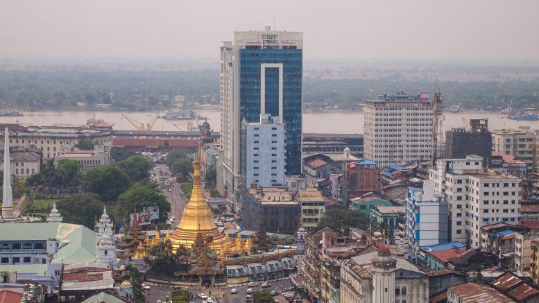 Downtown Rangon, Blick auf die Sule Pagoda.